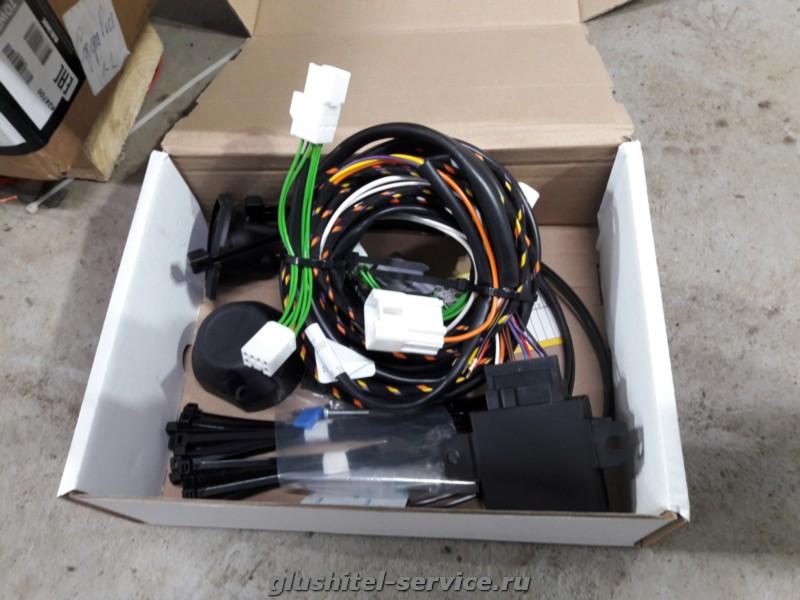 Установка фаркопа Brink 424700 на Lexus LX 570