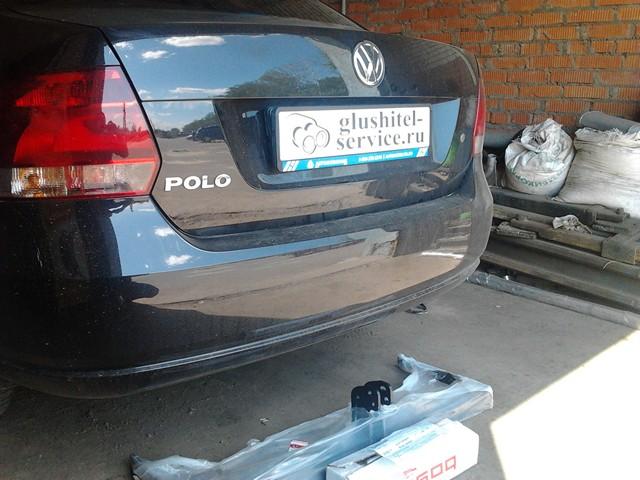 Установка фаркопа Bosal на VW Polo в глушитель-сервисе